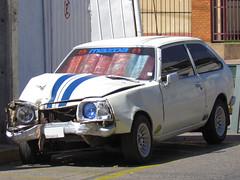 Mazda 323 1300 1978 (RL GNZLZ) Tags: wreckedcars carspotting mazda323 chocados mazdafamilia