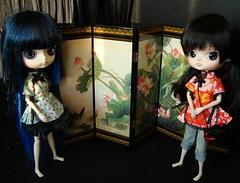 Zoe y Lucia - biombo (Lunalila1) Tags: blue red outfit doll dress handmade dal groove chinois chino lacado pooka puki biombo atrezzo foldingscreen quipao junplaning hanaayame