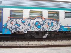 Immagine 048 (en-ri) Tags: train writing torino graffiti grigio crew arrow duen haiz rotels