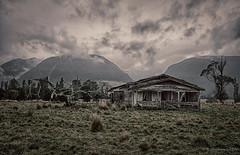 No man's land (Alexandre DAGAN) Tags: marlboroughandnelson newzealand takaka collingwood travel voyage abandonned abandonné maison house ciel sky nuage clouds couleur color