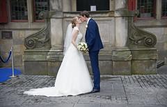 Levende etalagedag (Mary Berkhout) Tags: maryberkhout delft levendeetalages bruidspaar stadhuis markt trouwen bruid bruidegom dekus wedding