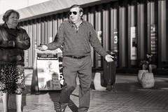 conversation (Gerard Koopen) Tags: spanje spain malaga city bw straat street straatfotografie streetphotography conversation people man woman sunglasses fujifilm fuji xpro2 56mm 2017 gerardkoopen