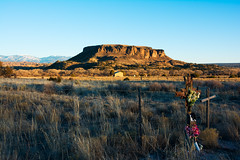 Black Mesa (Tomás Harrison Fotos) Tags: afsdxnikkor18200mmf3556gedvrii nikon d7100 nmhwy30 availablelight sunset ngc blackmesa sanildefonsopueblo nm landscape austin tx usa