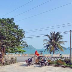 Хорошо быть в коммунистической стране. Потому что есть майские праздники! :) . Отпуск на острове :) Юхууу :) (arissston) Tags: instagramapp square squareformat iphoneography uploaded:by=instagram skyline