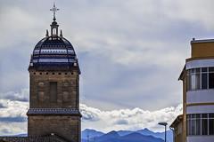 Santiago y Mágina (Ignacio M. Jiménez) Tags: hospitaldesantiago sierramagina torre tower montañas mountains nubes clouds ubeda jaen andalucia andalusia españa spain ignaciomjiménez