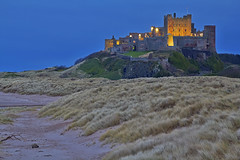 Il re della spiaggia / The king of the beach (Bamburgh Castle, Northumberland, United Kingdom)(Explore!!!) (AndreaPucci) Tags: bamburgh castle northumberland uk night ghost beach pinklady andreapucci canoneos60 explore