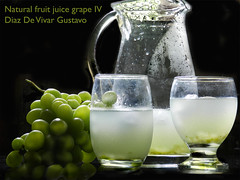 Natural fruit juice grape IV - Diaz De Vivar Gustavo (Diaz De Vivar Gustavo) Tags: jugo natural de uvas grape juice succo duva naturale jus raisin naturel suco uva jarra racimo ramo buquê