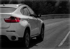 LA BELLEZA HECHA COCHE (ROGE gonzalez ALIAGA) Tags: blancoynegro vehículos carretera bmw brightness brillo red