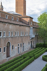 Cini Foundation - The Borges Labyrinth (Shuo_Yun) Tags: venice labyrinth borges fiction architecture maze boxwood pattern medieval cloister courtyard italy cloudy tourism visit city island