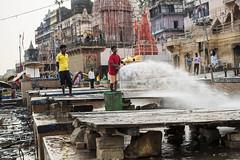 El rio, siempre el rio (Nebelkuss) Tags: india asia utarpradesh varanasi benarés ganges callejeras street fujixpro1 fujinonxf35f14