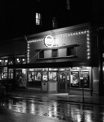 Rose Theatre, Port Townsend, Washington, USA (Plan R) Tags: rose theater theatre port townsend washington cinema pacific northwest movie blackandwhite monochrome night dark neon architecture leica m 240 noctilux rain