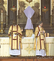 2017MaundyT hurs A .00_59_22_18.Still019 (redroofmontreal) Tags: maundythursday stjohntheevangelist saintjohntheevangelist stjohntheevangelistmontreal janetbest janetbestphoto redroof redroofchurch mass churchservice liturgy anglican anglocatholic christian church