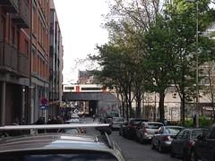 Vias de Gare de la Chapelle (Erasmusenflandes) Tags: erasmusbruselas palacio de justicia poelaert chapelle rue haute lepée colline capucins marolles contrastes bruselas bruxelles