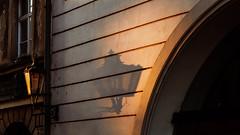 Praha I (Alex Schubert) Tags: lantern laterne praha prague sunrise light street streetphotography czech republic tschechien tschechische republik motel tourists charles bridge kaluv karlsbrücke karls brücke strase gasse altstadt old city centre zentrum kodachrome andre duhme preset licht sonne sonnenaufgang strahl ray