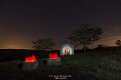 Ermita de la Almuza (Javibeje) Tags: ermitadelaalmuza lightpainting navarra pozo sesma nocturna night estrellas javier bejarano nikon d7200 tokina 1116dxii luces