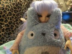 Totoro hugs <3 (hellobailie) Tags: ball doll bjd jointed mnf minifee rheia