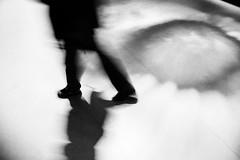 06 (Antonio Grisalvo) Tags: bw paris france love gente louvre aeroporto bn toureiffel luci francia amore architettura luce reportage parigi giovani mosso