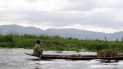 su gente Lago Inle Myanmar Birmania 43 (Rafael Gomez - http://micamara.es) Tags: lago casa plantas barca barcos gente personas su myanmar inle habitat casas embarcaciones embarcacion birmania
