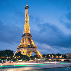Tour Eiffel, PAris @night (CreART Photography) Tags: street city travel bridge light sunset shadow urban paris france color art abandoned love beautiful fashion seine canon river dark puente photography movement model frankreich europa raw ledefrance rivedroite picture streetphotography frana ponte toureiffel pont brcke francia parijs rivegauche pars  kpr parigi  sena bateauxmouches  autofocus seineriver riosena laseine  pary parys  canoneos5d cathdralenotredamedeparis pariis  excursionboats isladelacit parizo rosena  catedraldenotredamedeparis barcosmoscas fleuvefranais pars m creartphotography