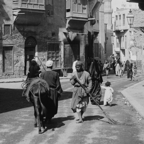 (animated stereo) Cairo street sweeper, c.a. 1919