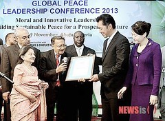 2012 11 GPLC Abuja - Chandaria - GPF-Kenya UN Award