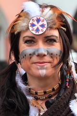 Fasching [LA]: Auf dem Kriegspfad (reinh_3008) Tags: fasching faschingssonntag landshut porträt sabine sabinerinnen indianer squaw kriegsbemalung kriegspfad karneval carneval eyes closeup attractive