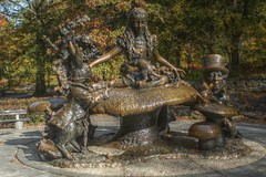 Alice in the Park (Kasimir) Tags: alice wonderland alicia maravillas lewiscarroll madhatter statue nyc newyork centralpark