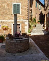 Chiusure (SI) (Darea62) Tags: tuscany village well flowers square chiusure asciano cretesenesi borgo toscana windows houses ancient history old