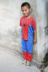 boy in his spider man outfit (the foreign photographer - ฝรั่งถ่) Tags: spiderman boy suit outfit khlong thanon portraits bangkhen bangkok thailand canon kiss