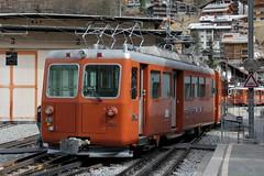 SLMNr 5155 : Triebwagen Bhe 4/4 3062 der Gornergratbahn GGB ( Hersteller SLM Nr. 5155 - Baujahr 1981 - Zahnradtriebwagen - Zahnradbahn 1000mm - Triebzug ) am Bahnhof Zermatt im Mattertal - Nikolaital im Kanton Wallis - Valais der Schweiz (chrchr_75) Tags: hurni christoph chrchr chrchr75 chrigu chriguhurni april 2017 albumbahnenderschweiz201716 albumbahnenderschweiz schweizer bahnen eisenbahn bahn schweiz suisse switzerland svizzera suissa swiss albumggbgornergratbahn chriguhurnibluemailch kantonwallis kantonvalais wallis valais zahnradbahn train treno zug juna zoug trainen tog tren поезд lokomotive паровоз locomotora lok lokomotiv locomotief locomotiva locomotive railway rautatie chemin de fer ferrovia 鉄道 spoorweg железнодорожный centralstation ferroviaria albumbahnslmschweizerischelokomotivundmaschinenfabrikwinterthur slm slmnr