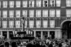 _DSF1754 (Antonio Balsera) Tags: bw bn divinocautivo plazamayor semanasanta gente móvil procesión madrid comunidaddemadrid españa es
