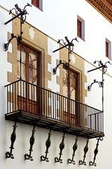 Sitges - Fonollar 6 c (Arnim Schulz) Tags: modernisme barcelona artnouveau stilefloreale jugendstil cataluña catalunya catalonia katalonien arquitectura architecture architektur spanien spain espagne españa espanya belleepoque window fenster ventana finestra fenêtre art arte kunst baukunst modernismo gaudí liberty ornament ornamento
