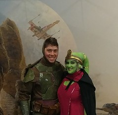 20170318_173320~2 (nelmoak) Tags: costume cosplayer mandalorian cosplay star wars merc fanx comic con mando armor blaster boba fett 2017 twilek green xwing alien