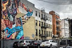 City of dreams (Lucille-bs) Tags: amérique etatsunis etatdenewyork newyork city murpeint tag peinture façade voiture fenêtre architecture mur parking escalier