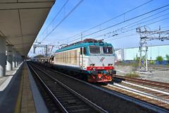 E652.010 Mercitalia Rail - MRI 47313 Torino Orbassano - Foggia in transito a Torino Lingotto (simone.dibiase) Tags: e652 trenitalia cargo cargoitalia italia xmpr lingotto fs ferrovie dello stato italiane e652010 mercitalia rail mri 47313 torino orbassano foggia transito train station stations rails railway railways italy france francia loco locos locomotive locomotiva mrirail nikon d3300 dslr camera nikond3300 passion passione trainspotter best picture world simone di biase simonedibiase