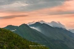 _Y2U9268+74.0417.Tà Xùa.Bắc Yên.Sơn La (hoanglongphoto) Tags: asia asian vietnam northvietnam northwestvietnam landscape scenery vietnamlandscape vietnamscenery vietnamscene morning outdoor sky cloud clouds mountain mountainouslandscape nature canon canoneos1dx tâybắc sơnla bắcyên tàxùa phongcảnh thiênnhiên buổisáng bầutrời mây núi phongcảnhtâybắc phongcảnhtàxùa flank sườnnúi dale thunglũng canonef70200mmf28lisiiusmlens sunset hoànghôn