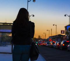 bus (2 sur 3) (Jérôme Loche) Tags: photographie de rue life bordeaux france gironde vie noir et blanc couleur nb aquitaine personne inconnue femme jeune couché soliel bus passage piétons mcdo porte