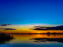 Der Tag geht zu Ende (Ostseeman) Tags: schlei schleswigholstein wasser sonnenuntergang stille reet reflection spiegelungen