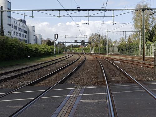 Spoorwegovergang bij Station Naarden-Bussum