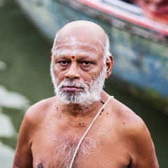 La mirada (Nebelkuss) Tags: asia india uttarpradesh varanasi benarés saddhu santón mirada look rio river ganges retrato portrait fujixt1 nikon85f20 nikonaisprime