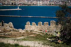 Picnic with balloons (Melissa Maples) Tags: alanya turkey türkiye asia 土耳其 nikon d3300 ニコン 尼康 nikkor afs 18200mm f3556g 18200mmf3556g vr spring roman ancient ruins hill alanyacastle castle mediterranean sea water fener lighthouse bay picnic