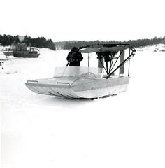 Hydrokopteri ja sen omistaja vuonna 1965 (The Museum of Finnish Coast Guard) Tags: meri merivartijat merivartija hydrokopteri jääreki 1965 talvi lumi jää