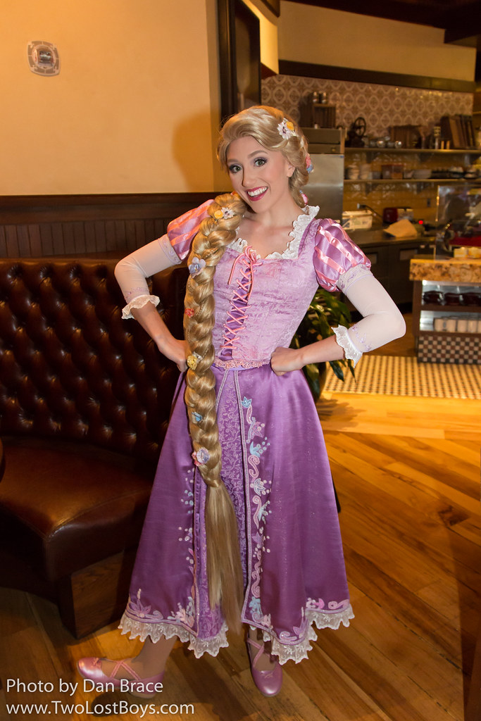 Gorgeous Tangled Themed Guest Rooms At Tokyo Disneyland: Rapunzel At Disney Character Central