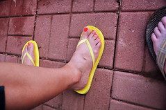 Feet (davearrrrr) Tags: color julie flops