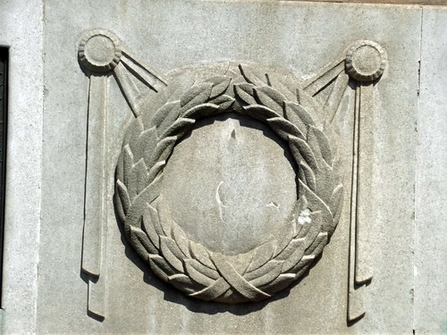 Bournville Baths - Bournville Lane, Bournville - war memorial - Poppy wreath sculpture