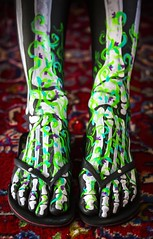 Les os de Nicolette´ III (JKG II) Tags: feet beautiful table relax dead skeleton fun death losangeles paint toe legs body awesome talent disguise flipflops bones excellent muertos tibia dios putyourfeetup marvista fibula nicollete