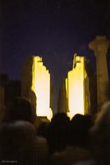 Luxor Tempel at night - Ägypten_1987_GT_Agfa100-Minox (irisisopen ☼f/8☀︎∑≦light) Tags: film analog reisen menschen afrika motive gt agfa luxor farbe minox nordafrika
