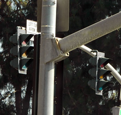 1980's 3M traffic signals (Traffic signal Guy 17) Tags: old red green under led parkway arrow hybrid 1980s westcovina 3m trafficsignals mastarms