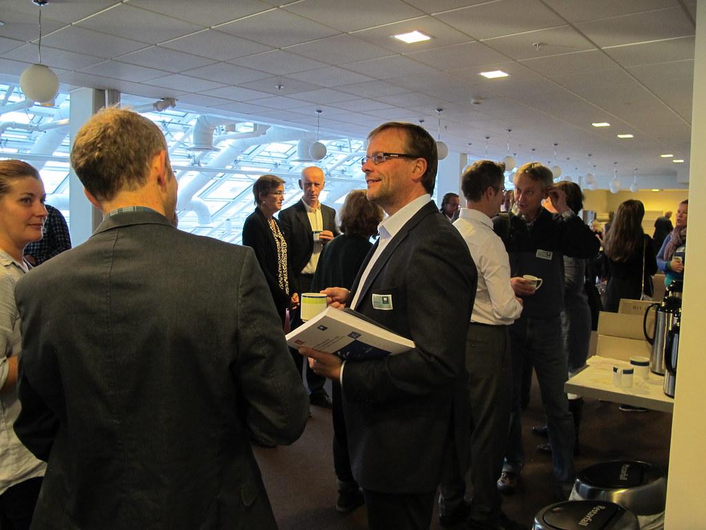 Seminar om revisjoner av vannkraftkonsesjoner ble arrangert 2. oktober hos Miljødirektoratet. Direktør Ellen Hambro og direktør Per Sanderud (midten). Foto: Kjersti Dørumsgaard Moxness, Miljødirektoratet