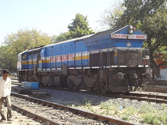 UBL WDP4B Light (Jai BGKT) Tags: from road light way all accident south north going babe western after bringing express karnataka abu railways mysore towards rajasthan ajmer the nwr sidelines swr hubli emd ubl aii 40036 wdp4b